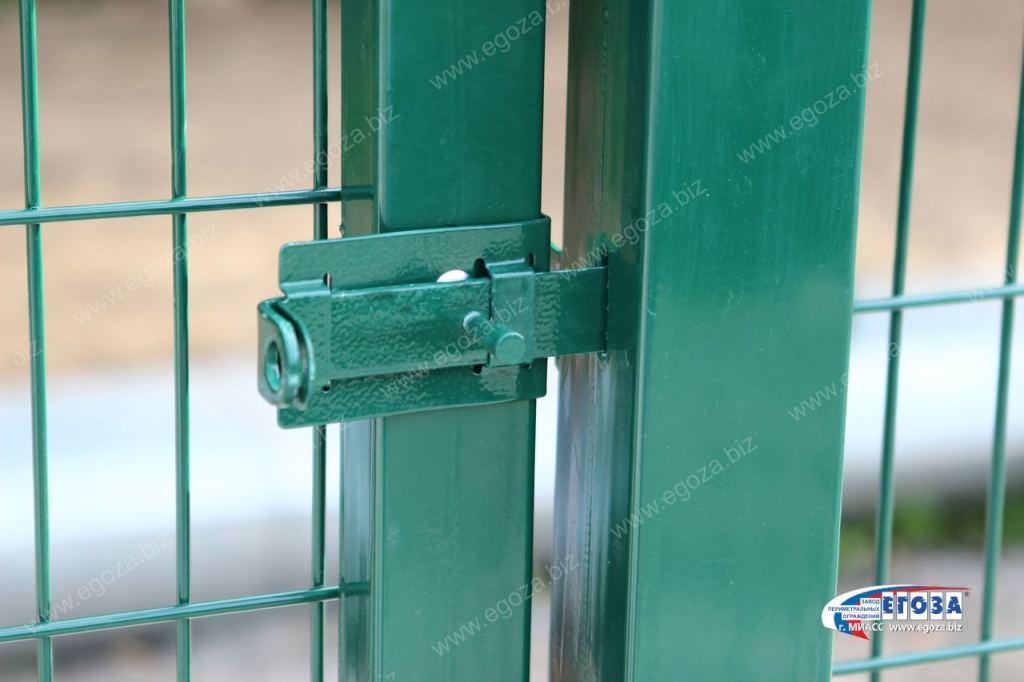 Bolt with hinges for a padlock for a chain-link gate